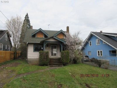 Single Family Home For Sale: 1901 SE Courtney Ave