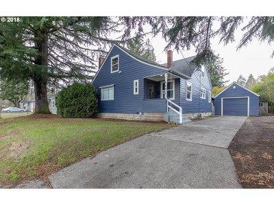 Portland Single Family Home For Sale: 6231 SE Flavel St