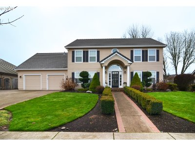 Springfield Single Family Home For Sale: 871 McKenzie Crest Dr