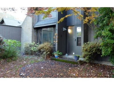 Condo/Townhouse For Sale: 2 Westbrook Way