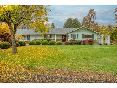 Roseburg Single Family Home For Sale: 430 River Bend Rd