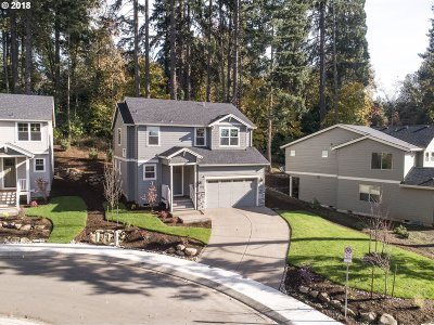 Lake Oswego Single Family Home For Sale: 6435 Frost St