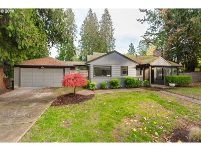 Portland Single Family Home For Sale: 6930 SW 68th Ave