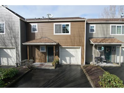 Tualatin Condo/Townhouse For Sale: 7163 SW Sagert St #102