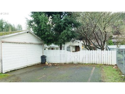 Canyonville Single Family Home For Sale: 609 W First St