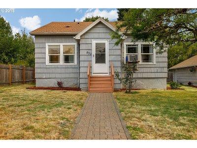 Gresham Single Family Home For Sale: 933 W Powell Blvd