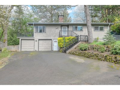 Portland Single Family Home For Sale: 6415 SW Huber St