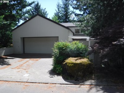 Lake Oswego Single Family Home For Sale: 9 Juarez St
