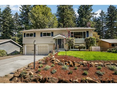 Lake Oswego Single Family Home For Sale: 16212 SW Kimball St