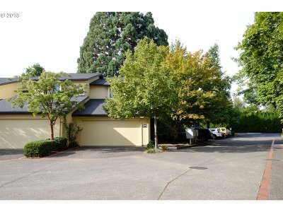 Eugene Single Family Home For Sale: 599 Wimbledon Ct