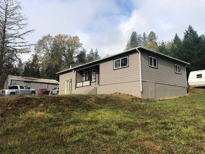 Roseburg Single Family Home For Sale: 2059 Doerner Rd