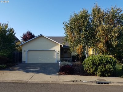 Sutherlin Single Family Home For Sale: 2667 Golfview Ave