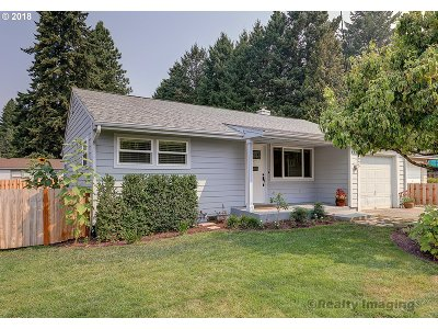 Milwaukie Single Family Home For Sale: 2925 SE Balfour St