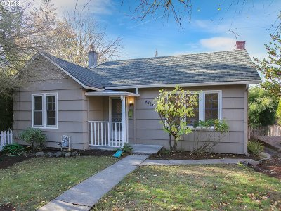 Portland Single Family Home For Sale: 8415 SE 7th Ave