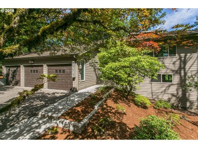 Lake Oswego Single Family Home For Sale: 17415 Upper Cherry Ln