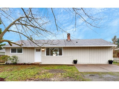 Happy Valley, Clackamas Single Family Home For Sale: 8870 SE Manfield Ct