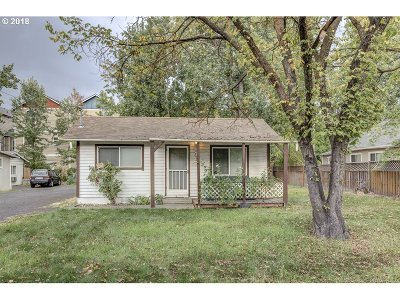 Medford Single Family Home For Sale: 345 Berrydale Ave