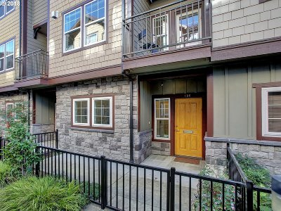 Condo/Townhouse For Sale: 736 SE 33rd Ave #16