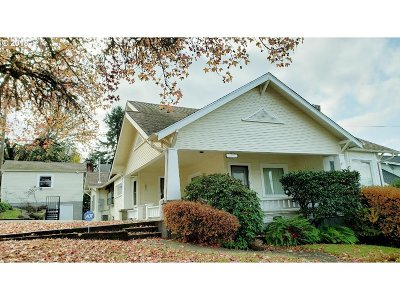 Roseburg Single Family Home For Sale: 1227 SE Lane Ave