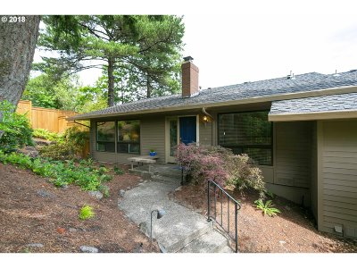 Lake Oswego Condo/Townhouse For Sale: 51 Condolea Ct