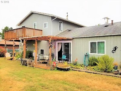 Lincoln City Single Family Home For Sale: 224 SE Surf Ave