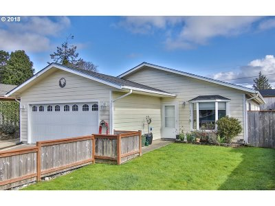 Coos Bay Single Family Home For Sale: 1047 Augustine