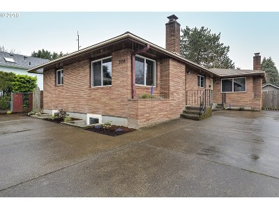 Milwaukie Multi Family Home For Sale: 3914 SE Llewellyn St