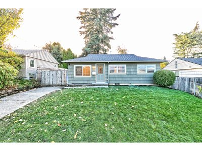 Portland Single Family Home For Sale: 9003 N Curtis Ave