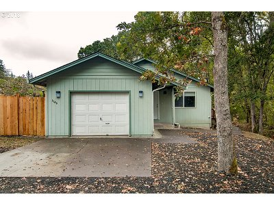 Roseburg Single Family Home For Sale: 1146 NE Rifle Range St