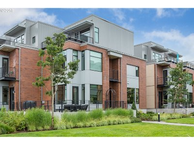 Portland Condo/Townhouse For Sale: 1632 NW Riverscape St