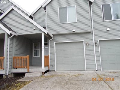 Molalla Condo/Townhouse For Sale: 166 Fenton Ave #B