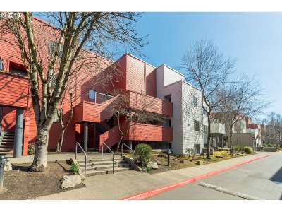 Condo/Townhouse For Sale: 730 NW Naito Pkwy #E-16