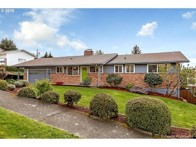Milwaukie Single Family Home For Sale: 4516 SE Concord Rd