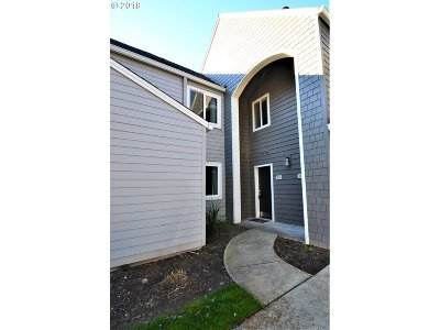 Lake Oswego OR Condo/Townhouse For Sale: $204,000
