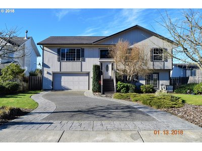 Coos Bay Single Family Home For Sale: 830 Prefontaine Dr