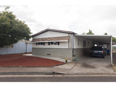 Eugene Single Family Home For Sale: 1199 N Terry St Space 142
