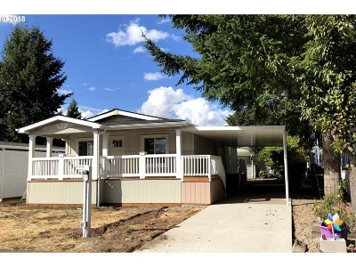 Eugene Single Family Home For Sale: 1400 Candlelight Dr #230