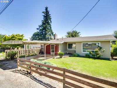 Portland Single Family Home For Sale: 6842 SE Fern Ave