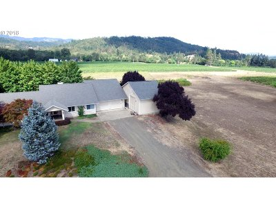 Roseburg Single Family Home For Sale: 512 North Curry Rd
