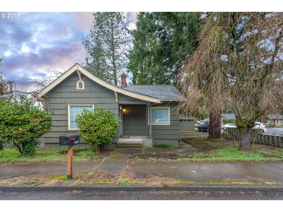 Portland Single Family Home For Sale: 11935 SE Foster Rd