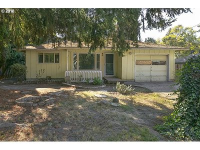 Milwaukie, Clackamas, Happy Valley Single Family Home For Sale: 3536 SE Sellwood St