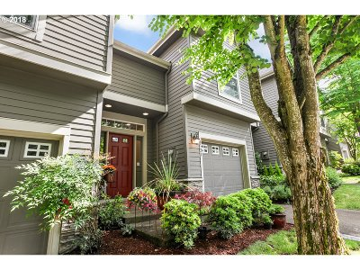 Lake Oswego Single Family Home For Sale: 6321 Alyssa Ter