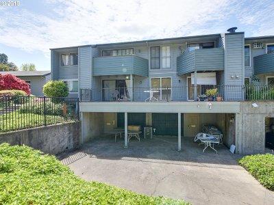 Portland Condo/Townhouse For Sale: 8755 SW Brightfield Cir