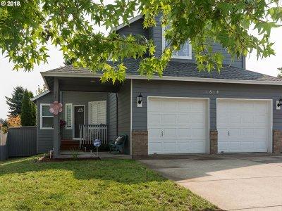 Gresham Single Family Home For Sale: 1614 NE Barnes Ln
