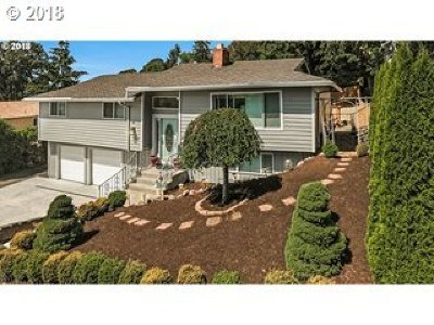 Clackamas County Single Family Home For Sale: 6581 Oakridge Dr