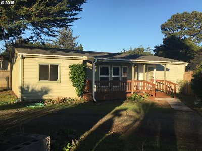 Bandon Single Family Home For Sale: 723 10th St SE