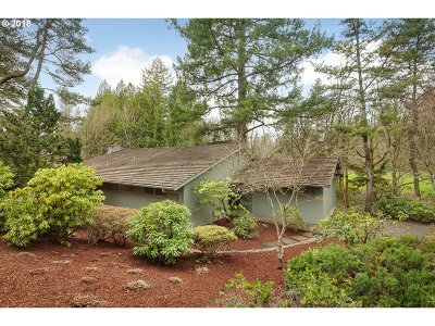 Portland Single Family Home For Sale: 5320 SW Thomas St