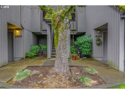 Lake Oswego Condo/Townhouse For Sale: 4053 Jefferson Pkwy