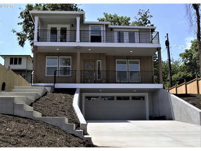Lake Oswego Single Family Home For Sale: 934 Ash St