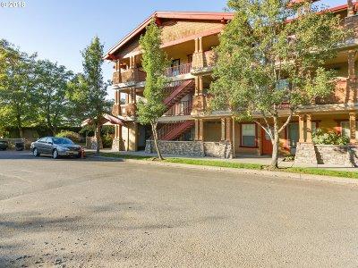 Portland Condo/Townhouse For Sale: 9817 NE Irving St #223